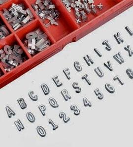 KOWOTEST öntött, lakkozott ólomszámok és -betűk